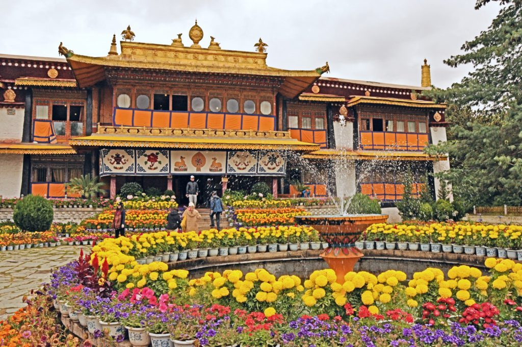 Main Summer Palace Hall in Lhasa Travel Guide